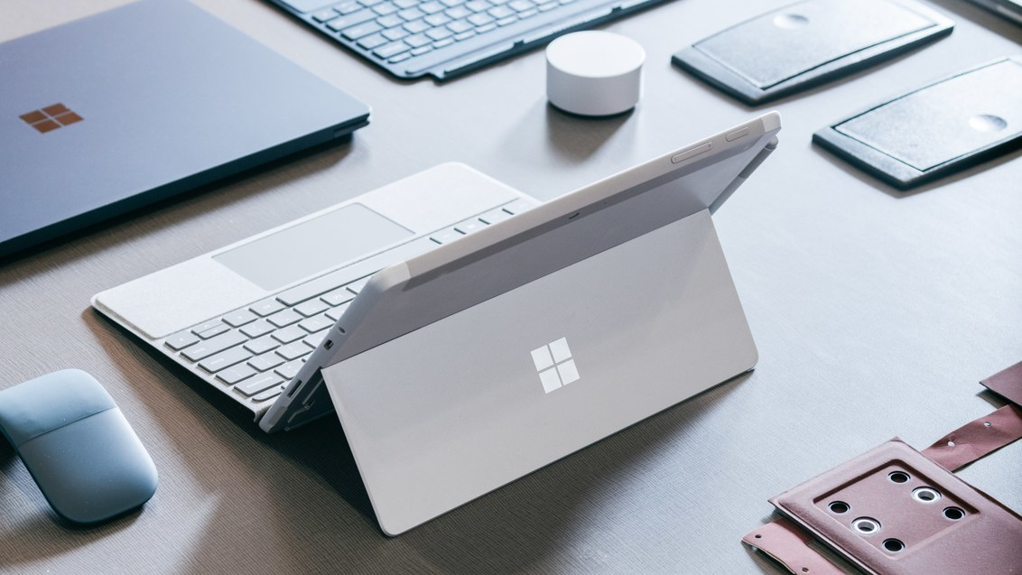 Surface-Go-2018-07-11-wired-01.jpg