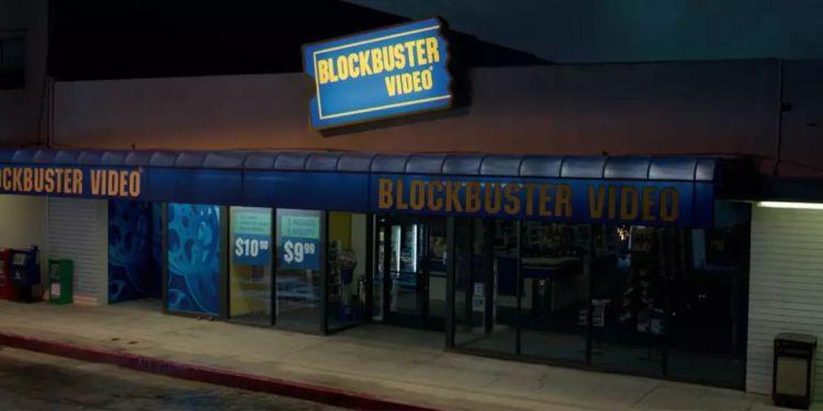 百视达出现在今年《惊奇队长》片中。门上促销活动:5部电影租5晚只要9.99美元