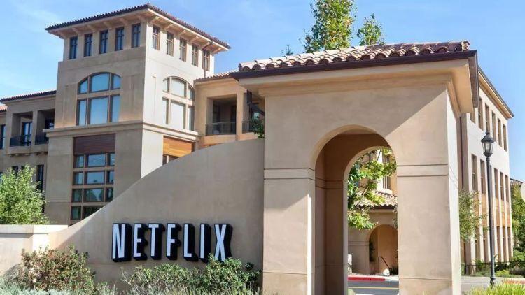 Netflix总部位于富人扎堆的硅谷小镇Los Gatos,其最初的办公地沿用至今