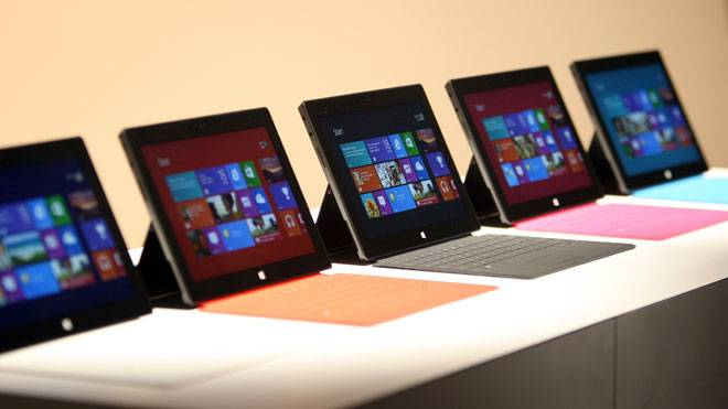 Microsoft-Surface-Tablets-Displayed