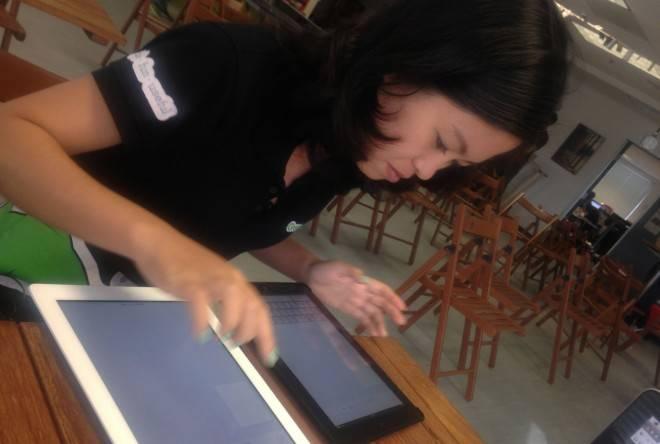 Greengar联合创始人Thuy在500 Startups的办公室向我们展示如何使用Whiteboard的协同功能。