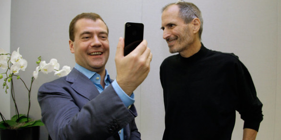 medvedev-stevejobs-iphone4-facetime