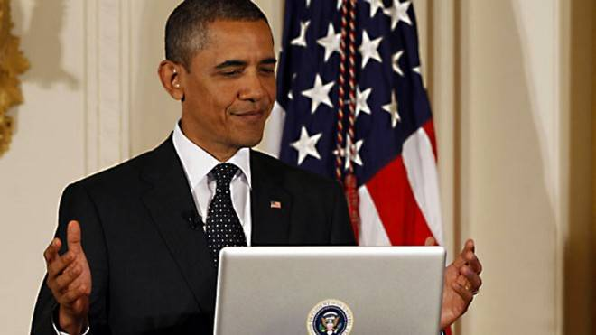President-Obama-Macbook-Pro-First-Twitter