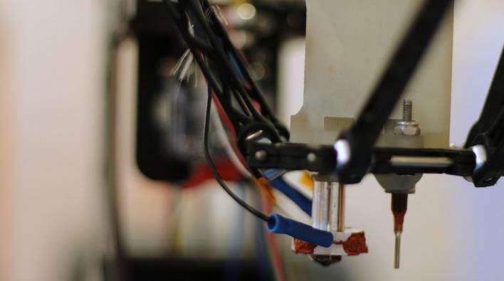 油電雙吐!這台機器 3D 列印的瞬間還可上線路結構