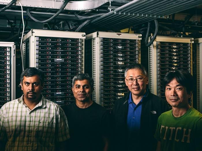"上图来自Wired。为""Adam计划""的团队成员:由左至右分别为Karthik Kalyanaraman, Trishul Chilimbi, Johnson Apacible, Yutaka Suzue。"