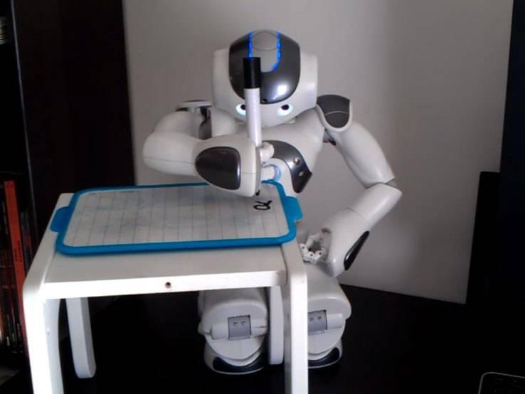 nao-robot-writing