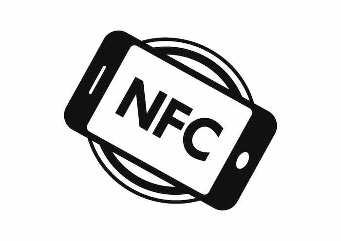 NFC(Near Field Communication,近距离无线通讯)可能是大家猜到,然后真的出现在了iPhone 6上的功能。 NFC之所以备受关注,是因为苹果强大的革新能力,真的有可能把NFC普及到众多的实际场景中:拿着带有NFC功能的手机,你可以刷手机买东西、签到、刷公交卡或门票,或者和别人交换名片、传输文件、联机游戏等等,即使你的手机没有电了,仍然可以讲它当公交卡用,它和我们手中的各种感应卡片完全一样,属于被动激活。 不过,最近Apple表示,iPhone 6的NFC功能只会开放给Apple