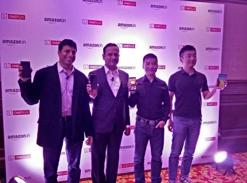 从左到右:亚马逊副总裁兼印度经理Amit Agarwal、一加印度总经理Vikas Agarwal、一加联合创始人刘作虎、一加联合创始人Carl Pei
