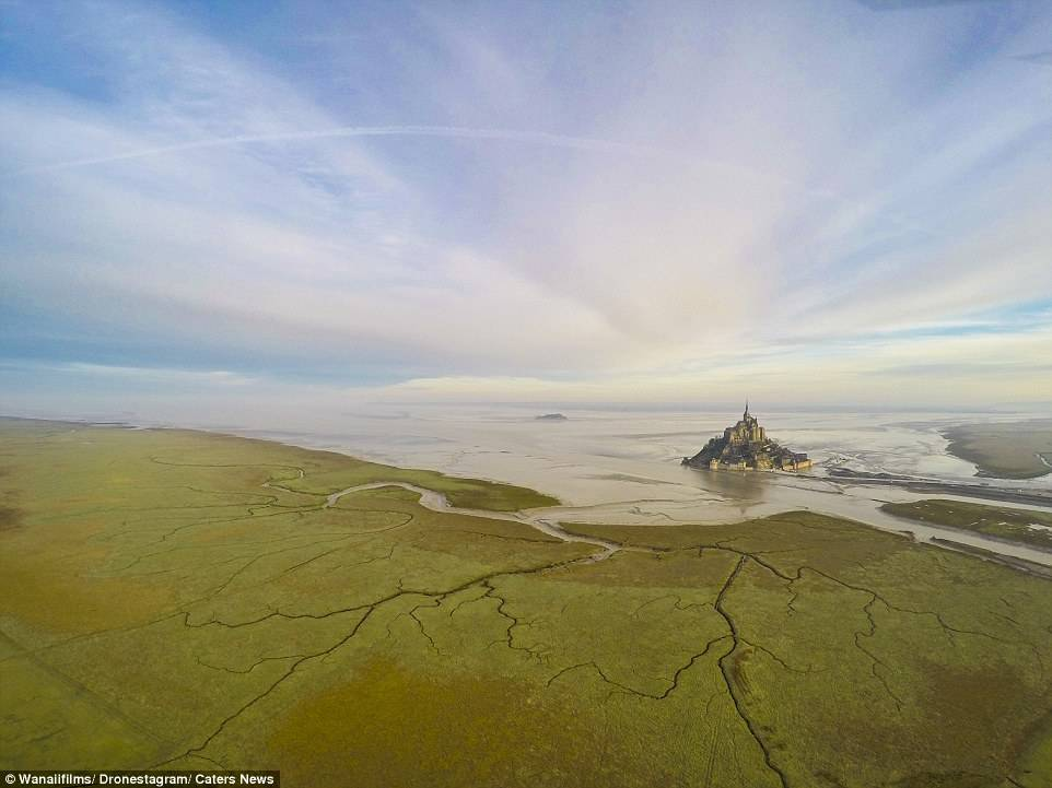 法国诺曼底 Mont-Saint-Michel 岛上社区