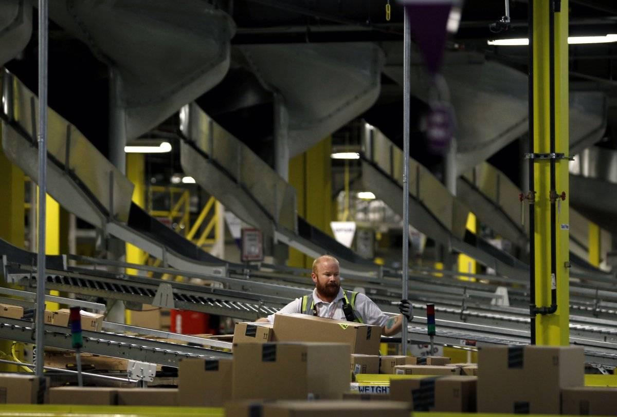 4,亚马逊公司现在的市值约为3670亿美元[