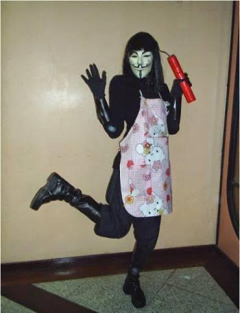 恐怖分子在年初袭击《查理日报》办公室后,Anonymous 成员在网上 po 出挑衅的照片