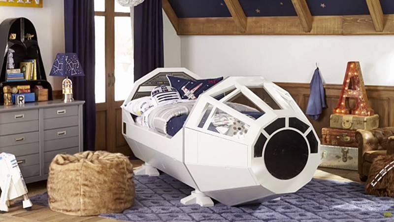 睡在千年隼号里?Sorry,已经长大成人的你没戏了,这张床只有幼儿 size……