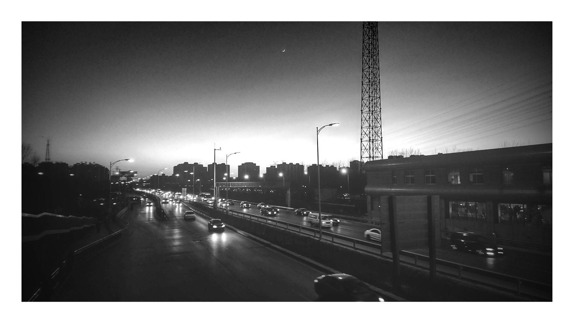 Google Photos 自动添加的黑白滤镜。拍照设备为 Sony Xperia Z5 Premium