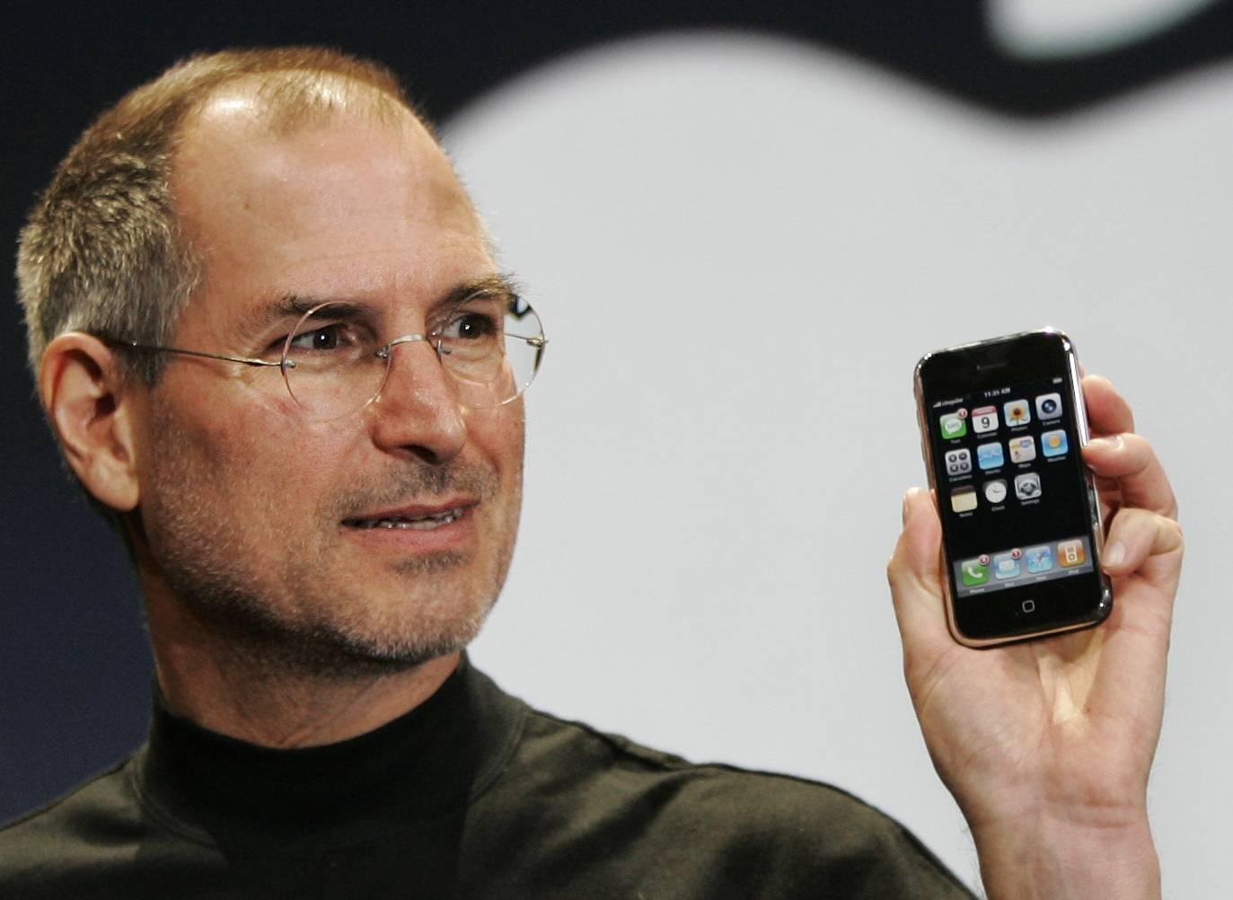 乔布斯介绍第一代iPhone 图片/AP Photo/Paul Sakuma)