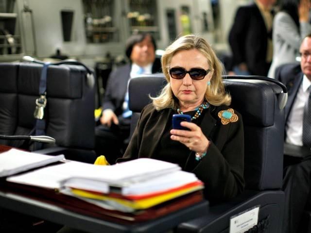 hillary-clinton-sunglasses-blackberrry-Kevin-Lamarque-AP-640x480