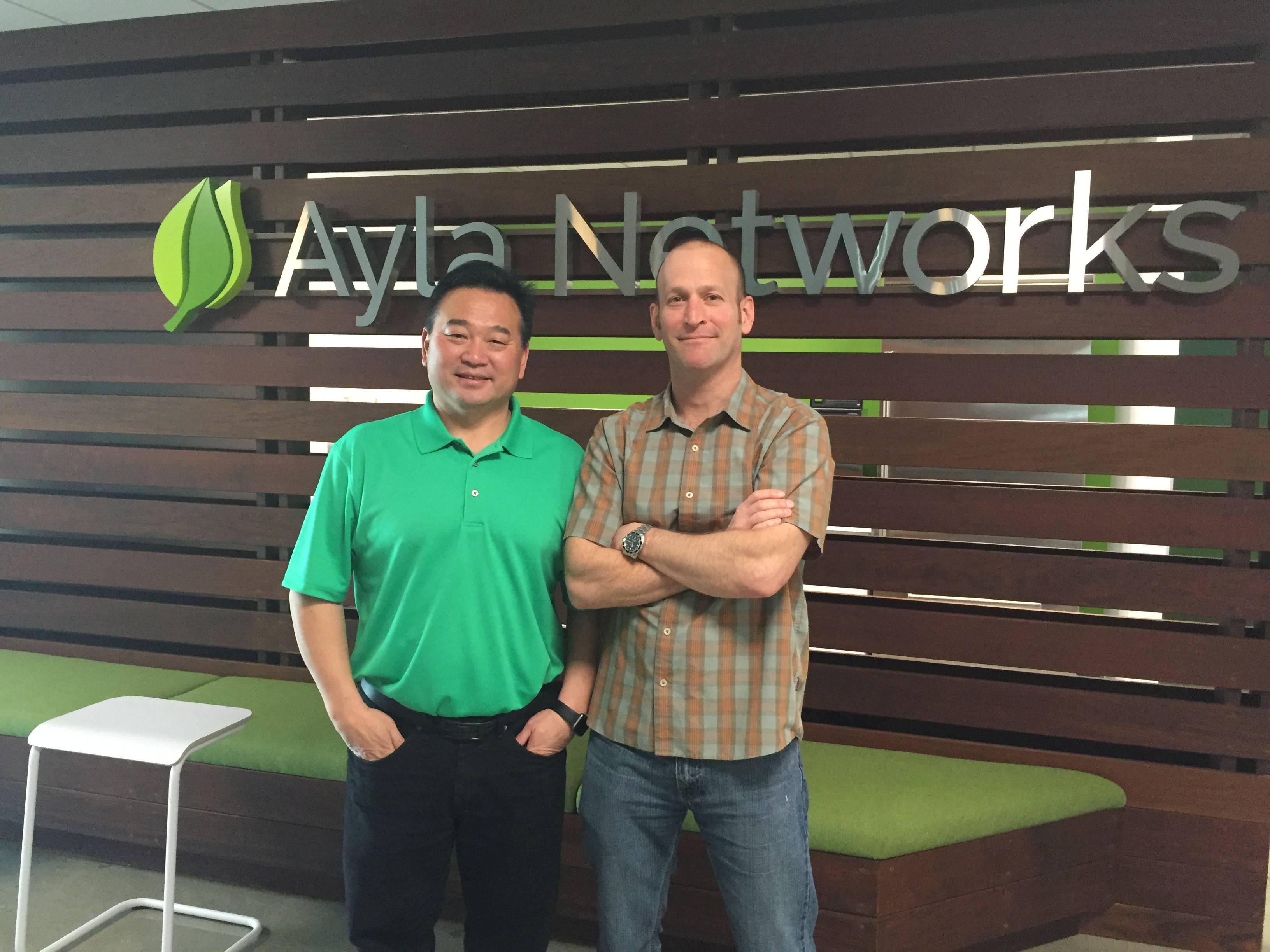 右:靠红洋葱当上CEO的David; 左:因为吃了一口洋葱丢掉CEO的张南雄