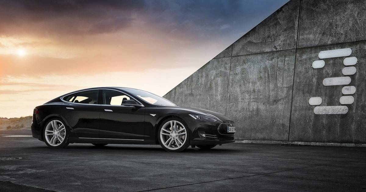tesla-model-3-black-ad