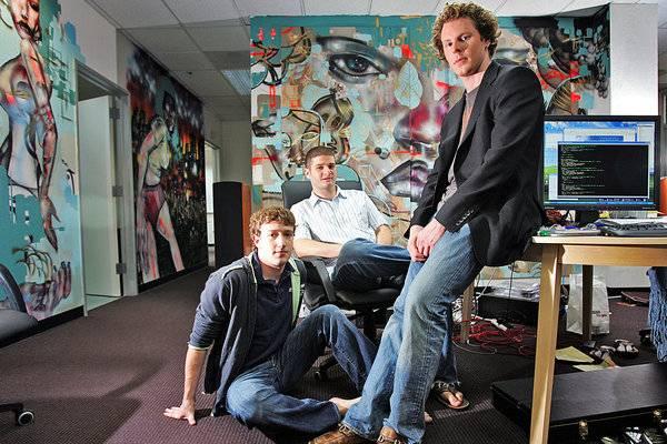 Facebook 早期高管从左到右:扎克伯格、达斯丁·莫斯科维兹、肖恩·帕克