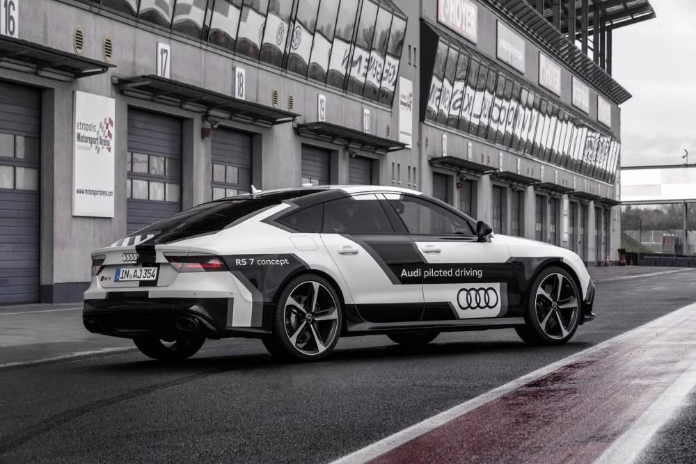 奥迪基于 RS7 改装的自动驾驶汽车
