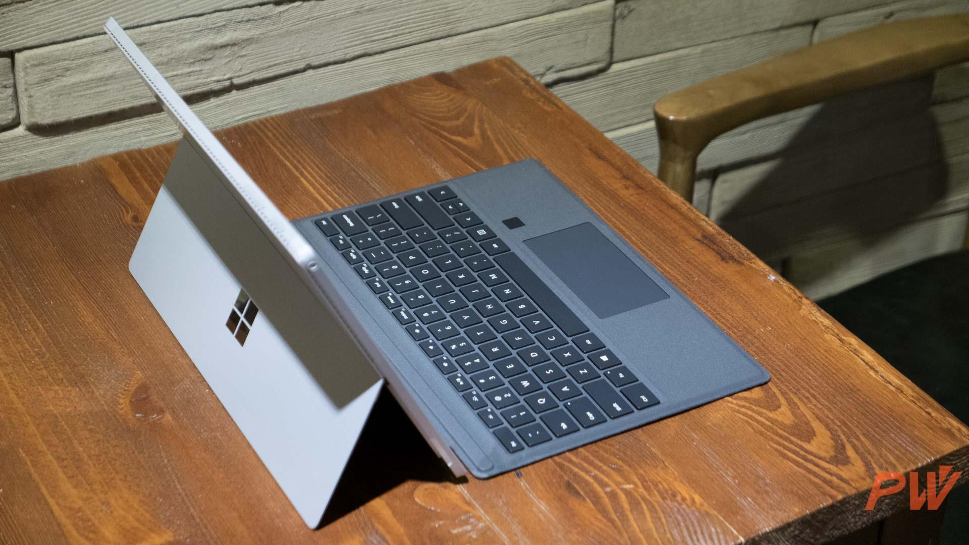 Surface Pro 开创了二合一市场。图为 Surface Pro 4。