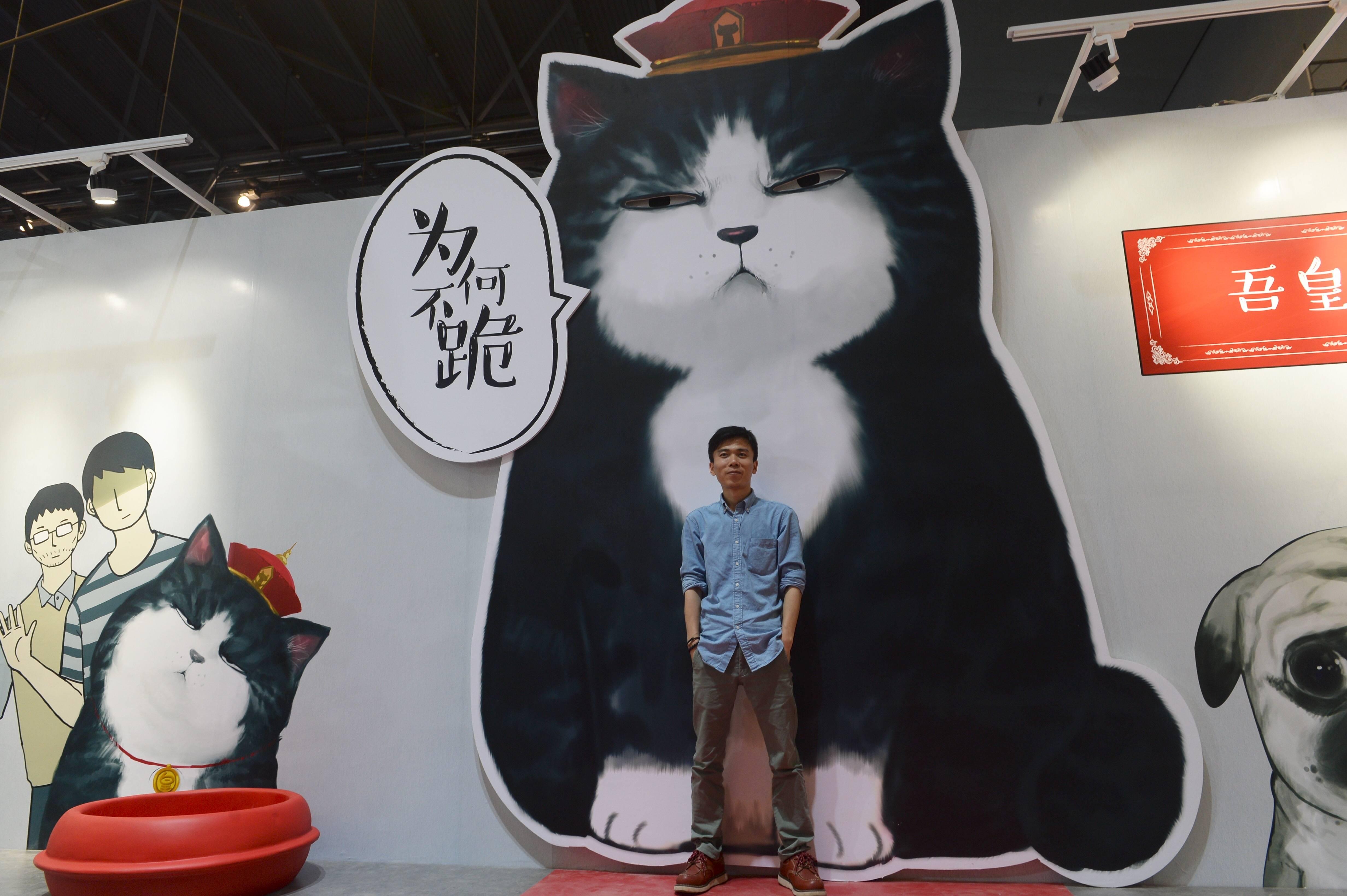 """微博上很火的一只猫""""吾皇万睡"""",以及它的作者白茶。淘宝提供了这类IP的形成土壤。"""