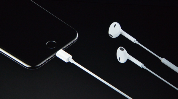 apple-lightning-earpods