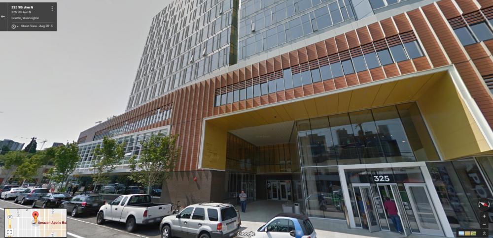该名员工跳下的 Amazon Apollo 大楼,位于西雅图市中心,距离标志建筑 Space Needle 仅 1 英里
