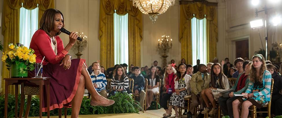 """美国第一夫人米歇尔·奥巴马邀请小朋友们来白宫参加""""带孩子上班日""""活动"""