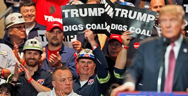 煤矿工人在川普集会上