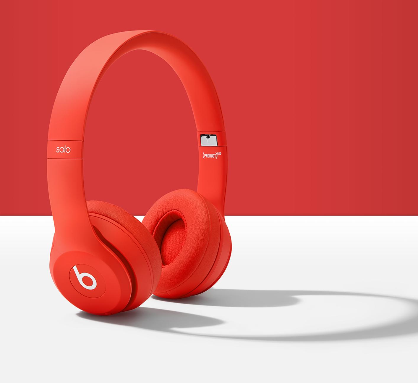 这就是被拿来当作赠品的红色款 Beats Solo3 Wireless 无线头戴式耳机。
