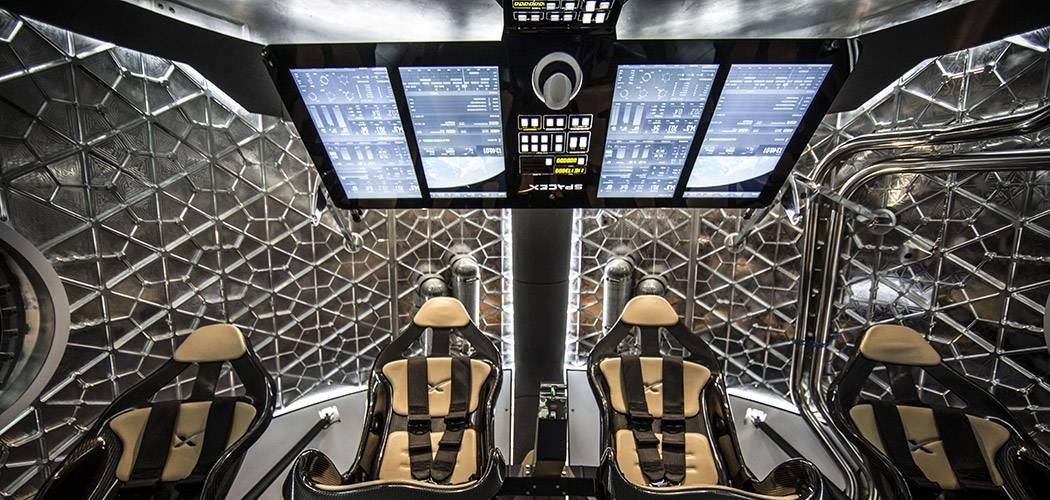 龙飞船-乘员舱内景