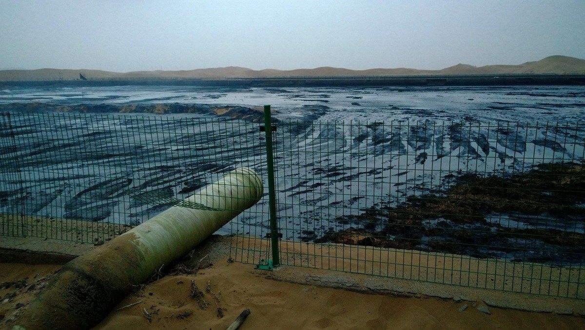 腾格里沙漠污染事件新闻图片