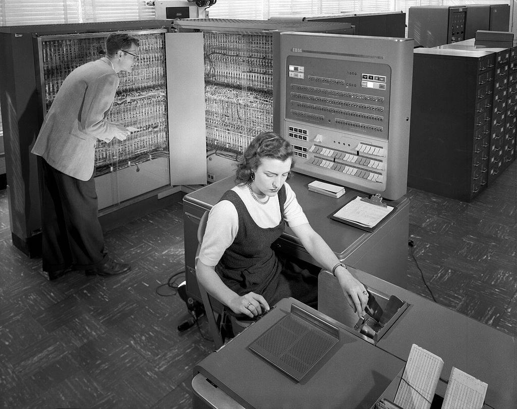 1024px-IBM_Electronic_Data_Processing_Machine_-_GPN-2000-001881