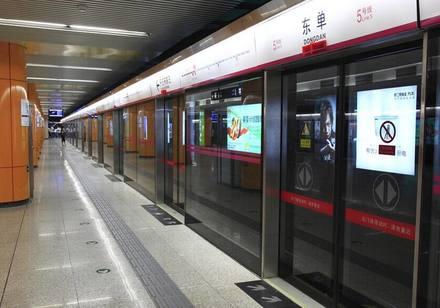 """地铁里的扫码创业者,正被卷进一场""""致富大梦"""""""