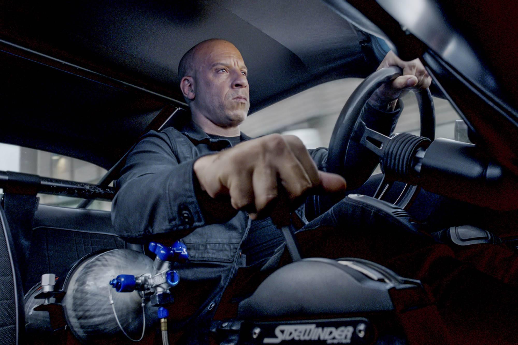 温·迪索饰演多米尼克·托雷多,在片中至少开坏了 20 辆名贵老爷肌肉车