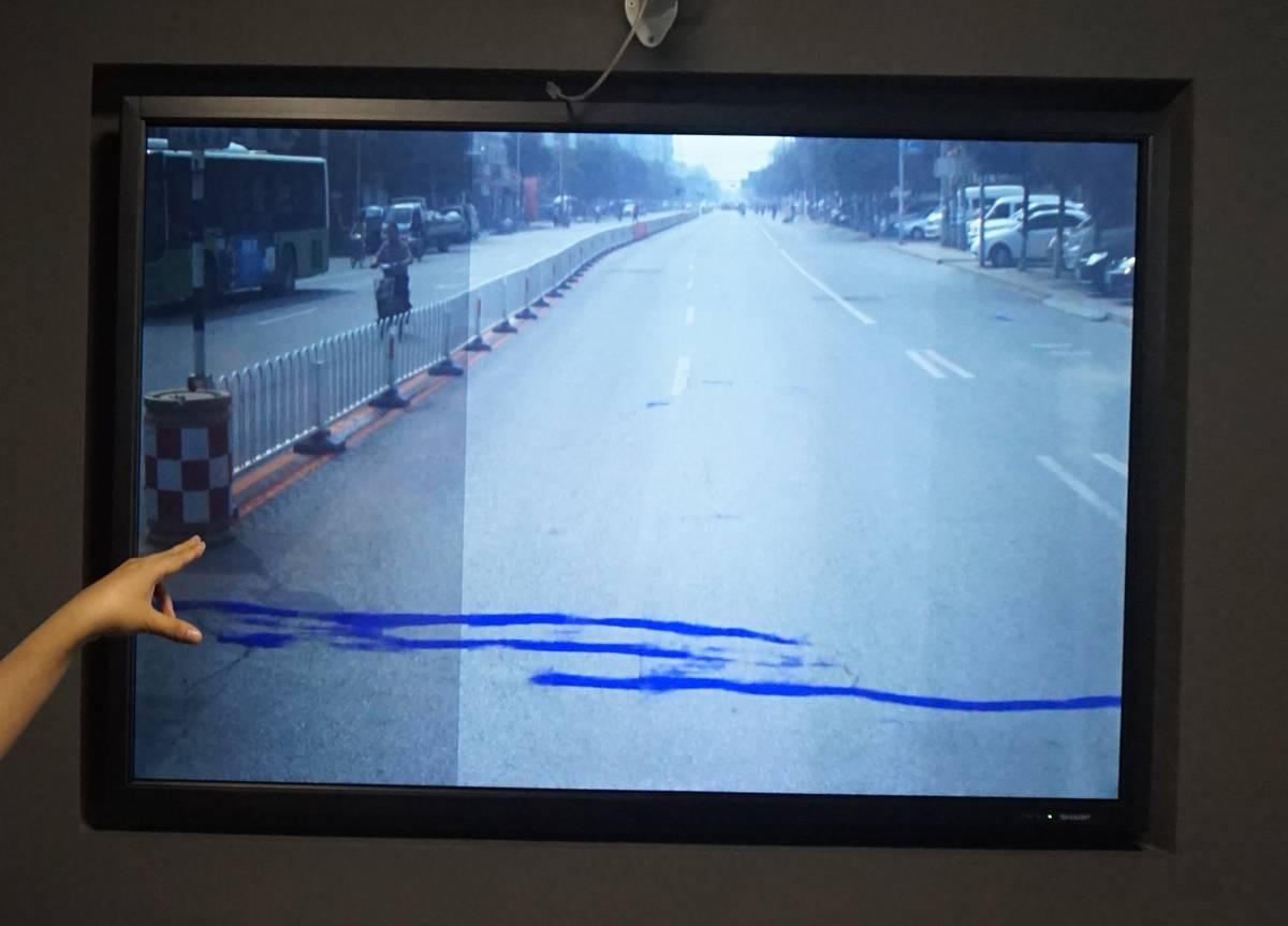 通过车载摄像头录制的移动视频,迅速对一个路段内的所有路面损伤进行标识