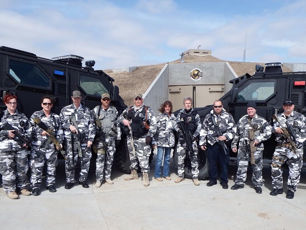 """堪萨斯州,一个地堡被改建成末日居所 """"Survival Condo Project"""",由武装雇佣兵守卫"""