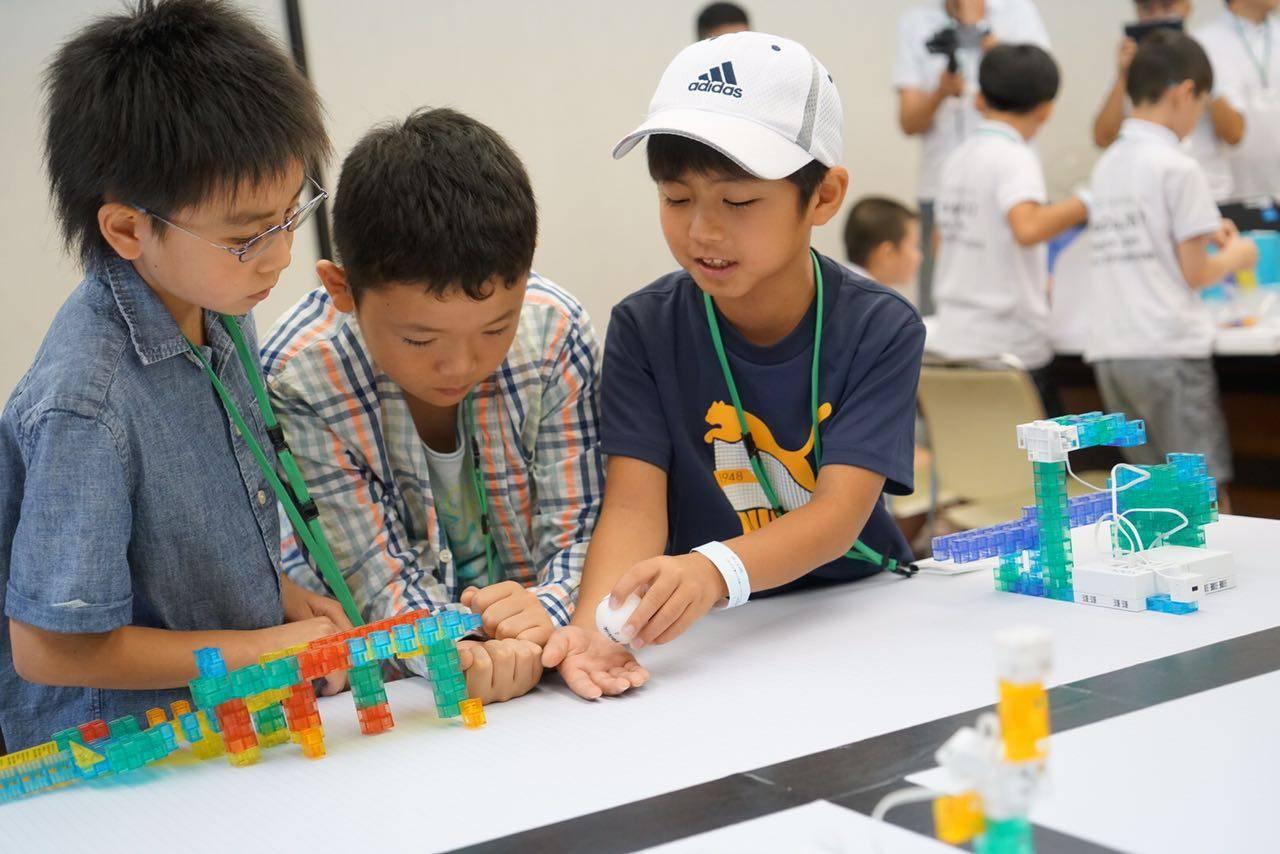 日本团体通过设计一个桥还搬运小球