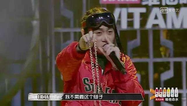 知名rapper Ty被淘汰后,选手BCW扔掉自己的晋级项链表达不满
