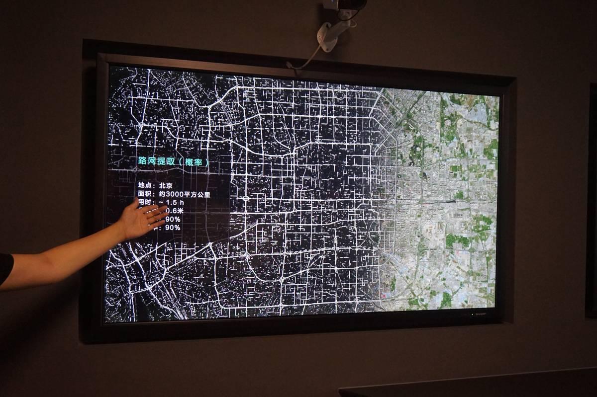 用1.5小时用卫星图片更新路网