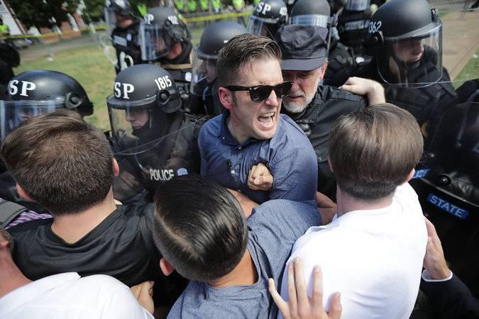 理查·斯宾塞 (Richard Spencer) 白人至上主义浪潮人物,在夏洛茨维尔和警察发生冲突 / Getty Image