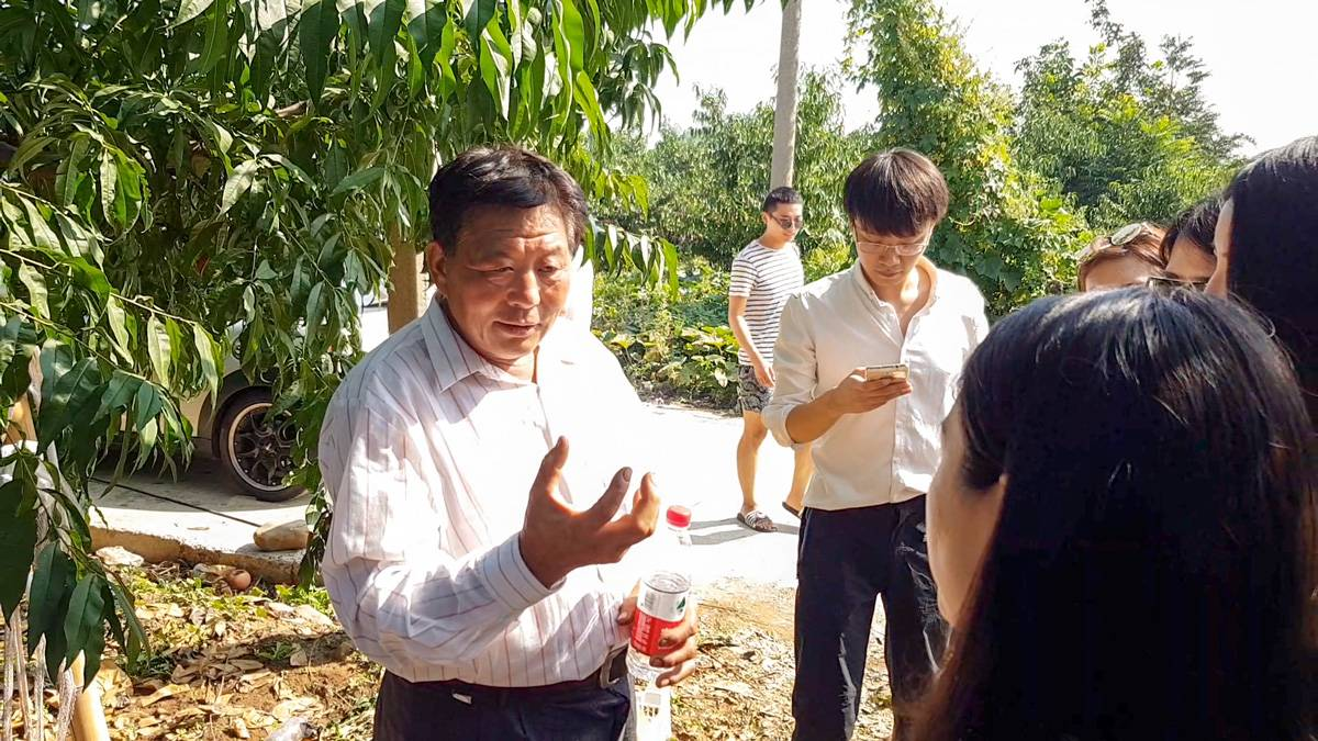 """桃农刘师傅给一群""""科技媒体记者""""讲需求"""