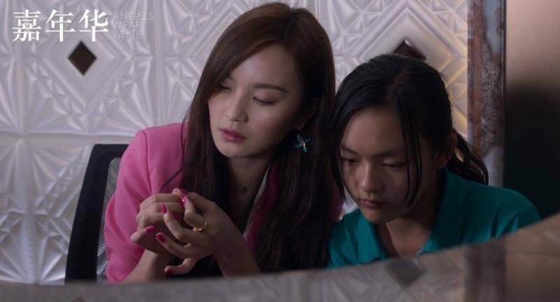 莉莉和小米(右)