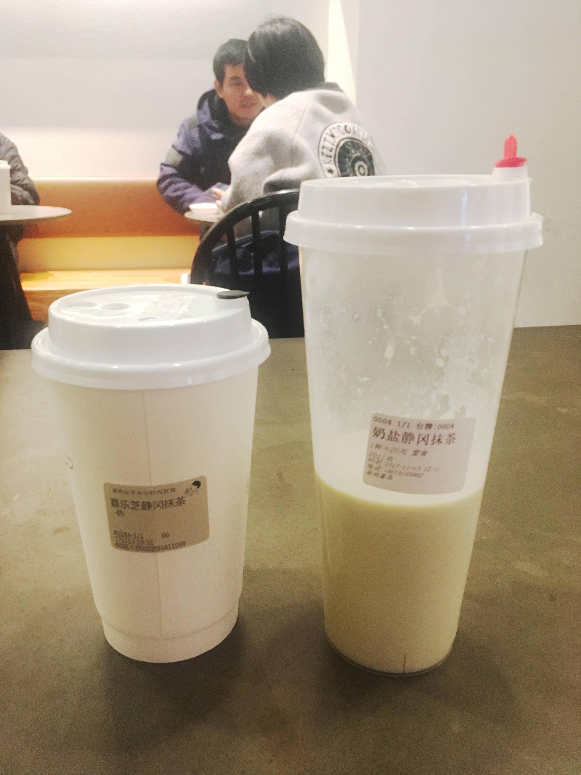 喜茶(左)和金尚喜茶的芝士静冈抹茶