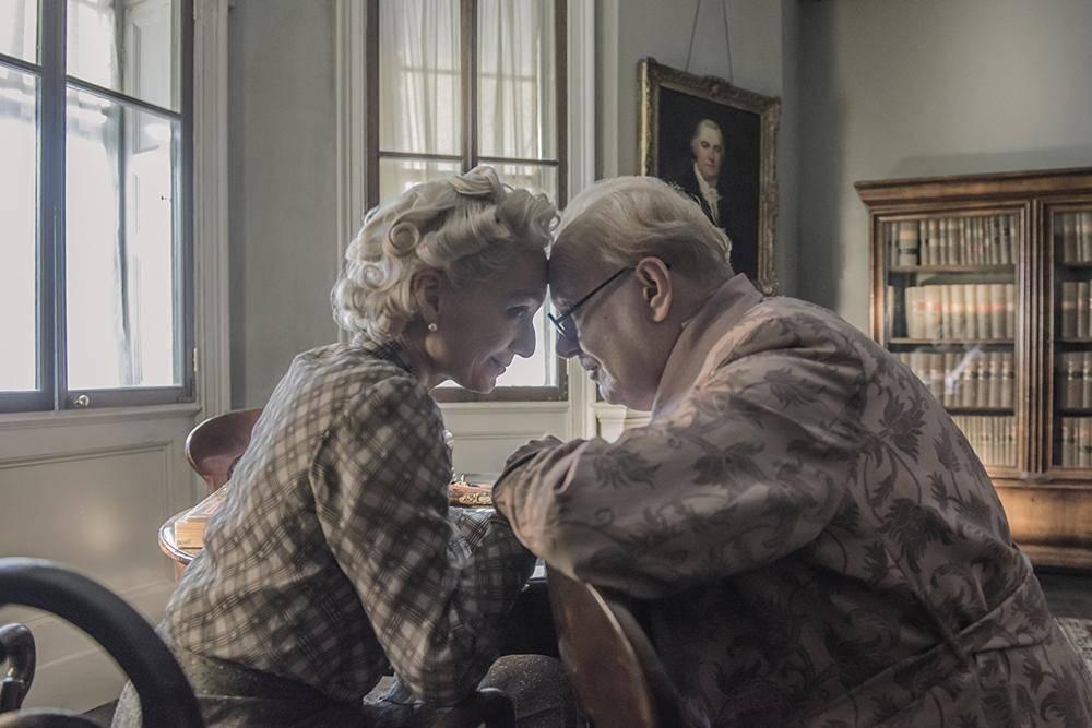 丘吉尔与妻子回忆恋爱往事