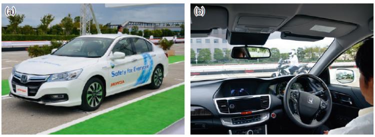 正在演示的本田公司开发的无人驾驶汽车。