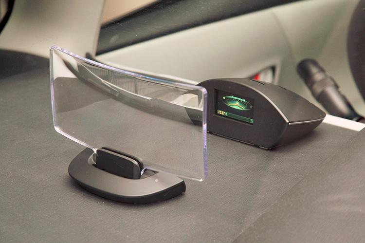 """松下的前置信息显示器""""CY-DF100D""""。可以适配Strada R系列的HUD组件"""