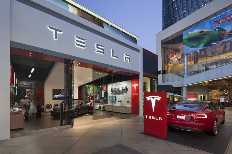 tesla-store-los-angeles-photo-misha-bruk-mbh-architects_100449434_l
