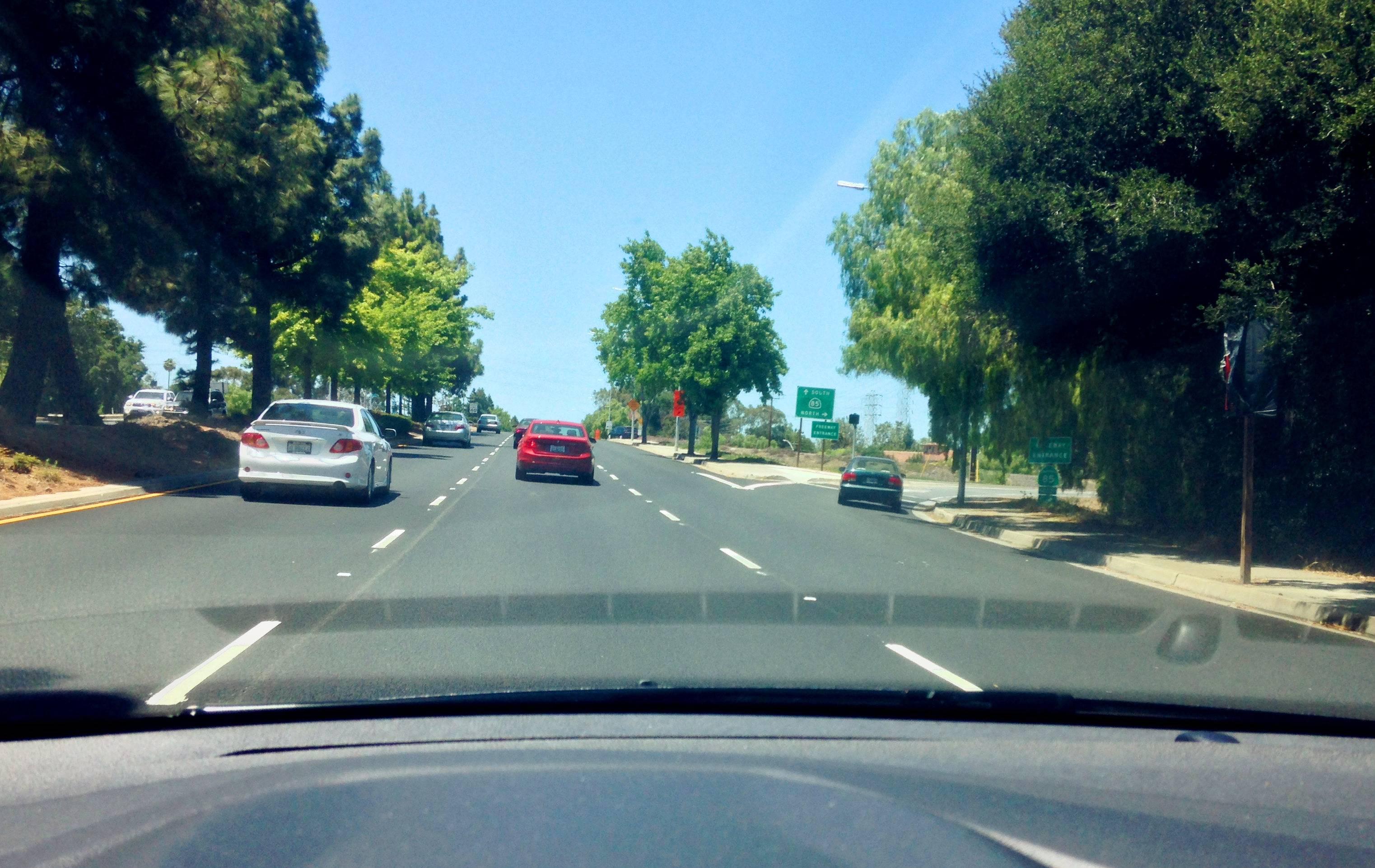 加州的公路大多拥有清晰的道路标识