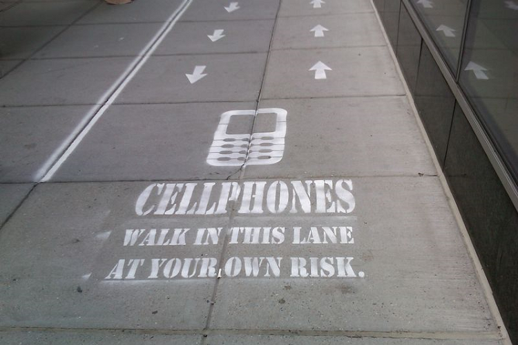 Cellphone-Sidewalk